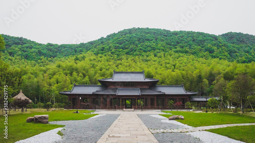Traditional Chinese architecture under hills in Lanting (Orchid Pavilion) scenic Slika na platnu
