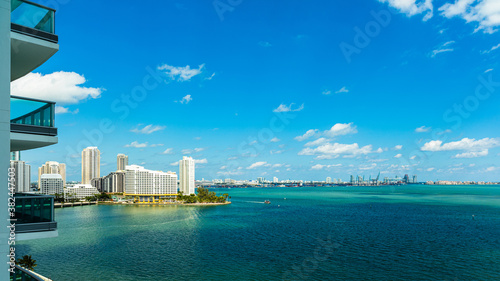 Apartment balcony view of Biscayne Bay along Brickell Bay Drive in downtown Miam Fotobehang