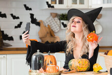 Happy Halloween. Online Greeti...