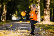 Happy Halloween! Cute Little W...