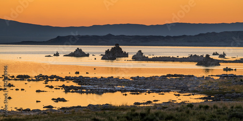 Fotomural Early Morning on Mono Lake