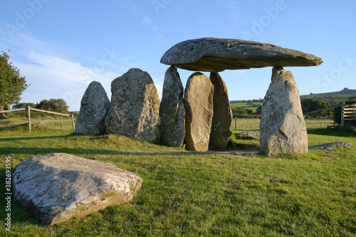 Pentre Ifan prehistoric burial chamber, Prescelly Hills, Pembrokeshire, Wales, U Canvas-taulu