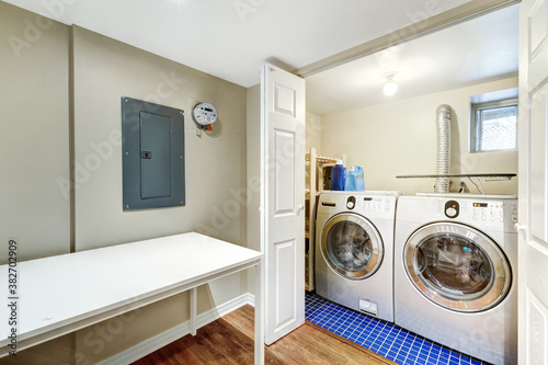 Fotomural Beautiful renovated townhouse in a row with bathroom, bedrooms, new kitchen, new