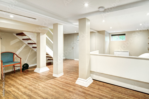 Fotografía Beautiful renovated townhouse in a row with bathroom, bedrooms, new kitchen, new