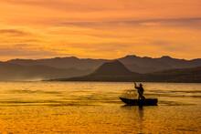 Amanecer Sobre El Lago De Atit...