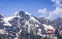 Großglockner Gebiet Und Österreichiche Zerfetzte Fahne