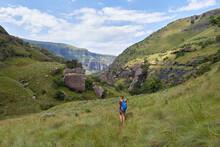 Hiking Near Injisuthi Drakensb...
