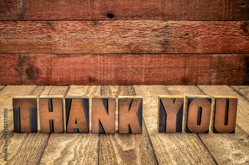 Foto thank you - word abstract in vintage letterpress wood type blocks against grunge