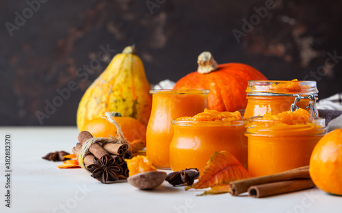 Pumpkin puree in different glass jars with spices and fresh pumpkins Canvas-taulu
