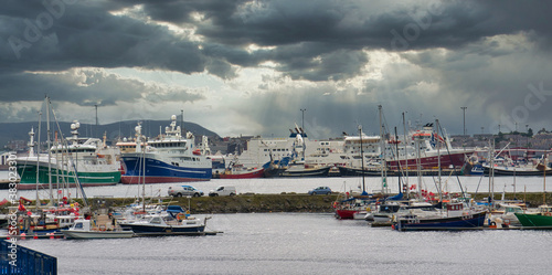 Obraz na plátne With the marina in the foreground, the boats of the Whalsay pelagic fishing flee