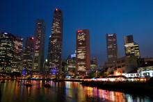 オフィス街の夜景