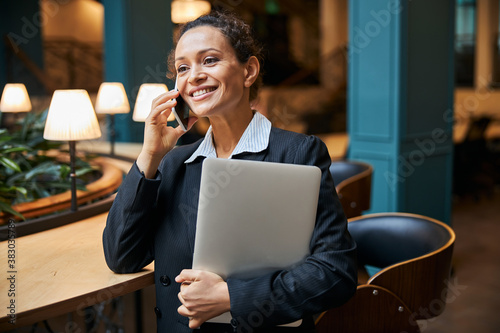 Fotografia, Obraz Delighted young office worker talking per telephone