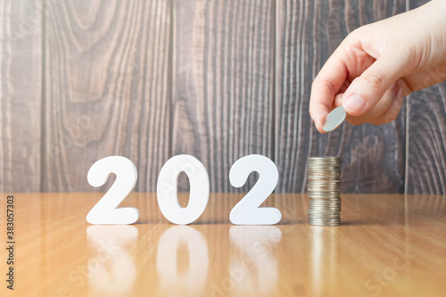 Photographie 2021 New year saving money and financial planning concept