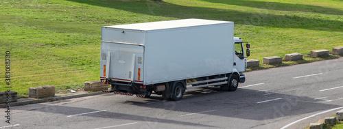 Fotografía Camion de livraison sur la route.