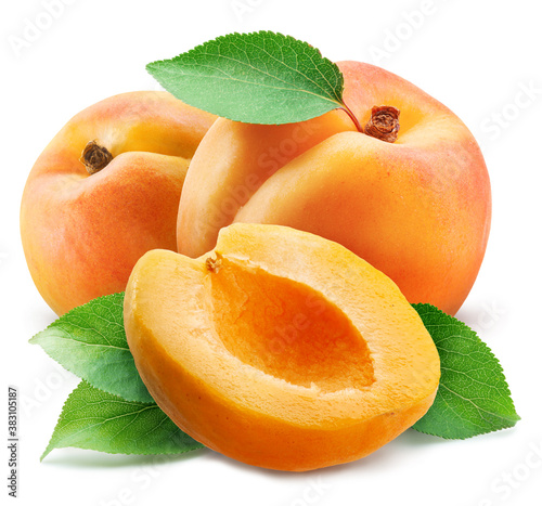 Apricots with leaves and apricot slices isolated on a white background Fototapete