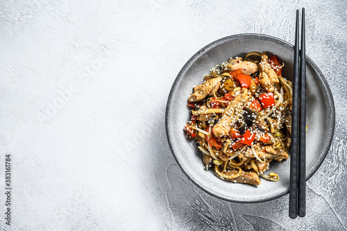 Udon stir-fry noodles with chicken meat and sesame Fototapet