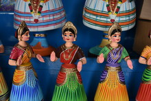 Thanjavur Indian Bobblehead Or Roly-poly Puppet Doll