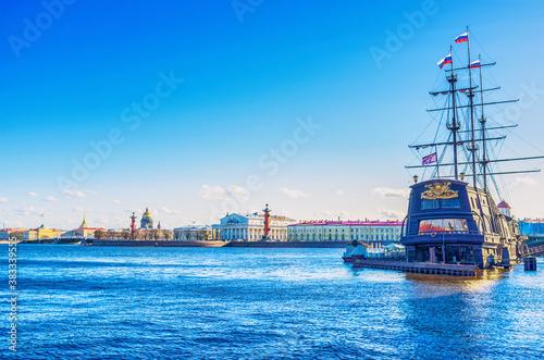 Tablou Canvas Landmarks of Neva River in St Petersburg, Russia