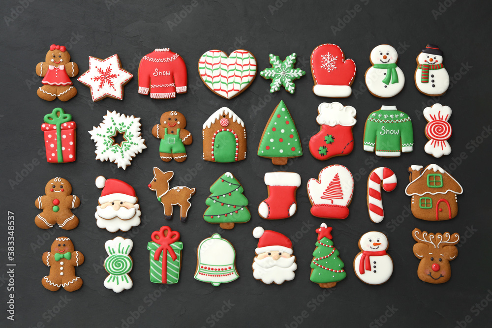 Fototapeta Many different delicious Christmas cookies on black table, flat lay