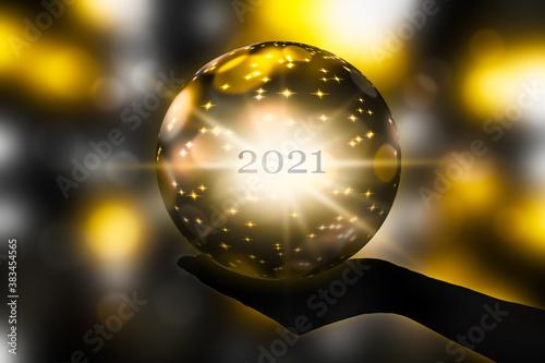 Obraz zukunft 2021 in der Kristallkugel - fototapety do salonu