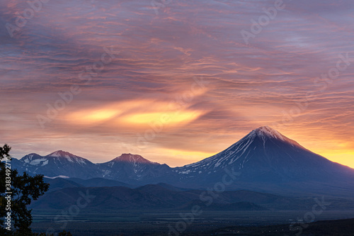 Obraz na plátně Kamchatka, volcanoes Arik and Koryaksky at sunrise