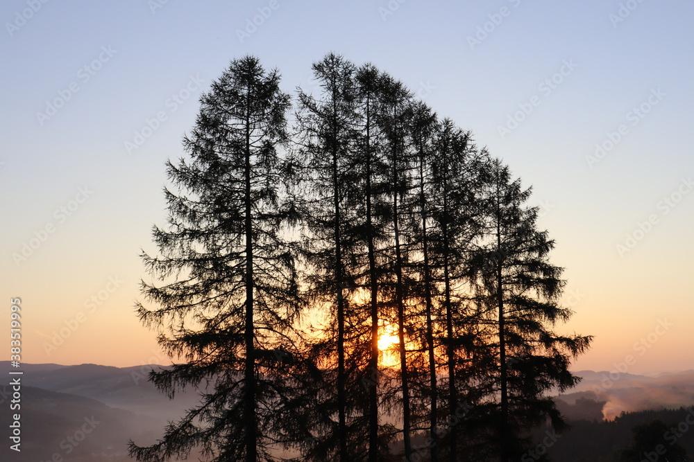 Fototapeta wschód słońca w górach