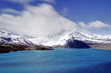 Montagna Con Neve E Lago