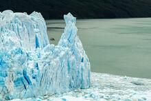 Paisagem Da Geleira De Perito Moreno E Um Barco De Turistas Passando Em Volta
