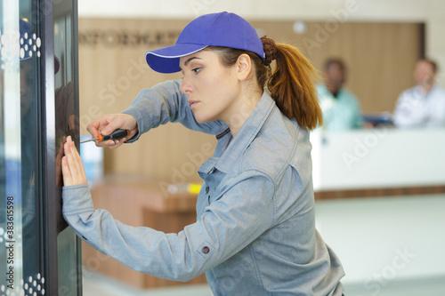 Obraz woman repair vending machine with screwdriver in hospital - fototapety do salonu