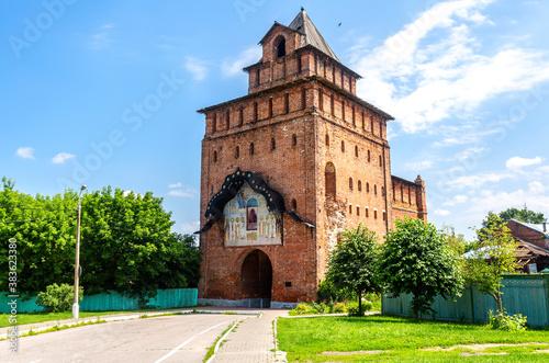 Fotografia Pyatnitsky Gate (Pyatnitskaya Tower) of Kolomna Kremlin