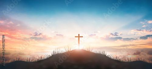 Fotografía Christian concept: Silhouette cross on  mountain sunset background
