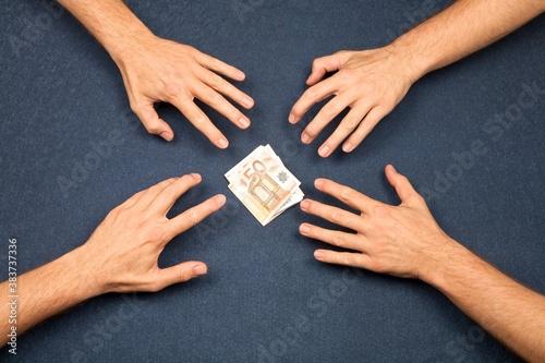 Fotografía 4 hands and a wad of euros