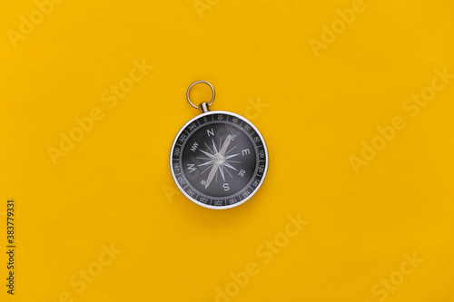 Fotografía Compass on a yellow background
