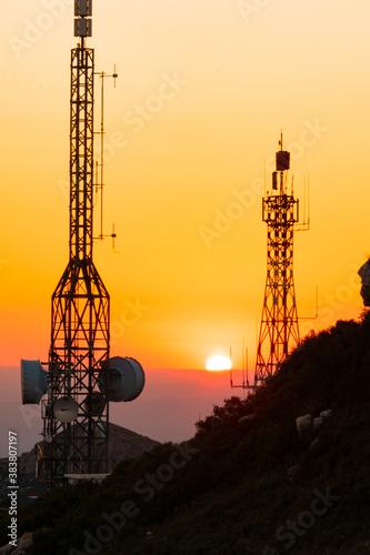 Foto Atardecer entre antenas
