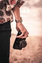 Mano Con Cámara De Fotos