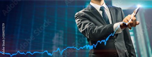Billede på lærred 右肩上がりのグラフを表現したビジネスマンのイメージビジュアル