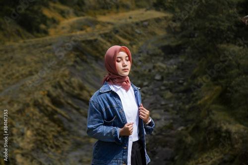 Obraz na plátně Beautiful asian muslim girl at Kali Talang, Yogyakarta, Indonesia