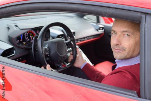 lucky man driving lamborghini lp-610 фототапет