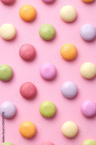Fototapeta Colorful round candy sweets pattern on a pink background viewed from above. Top view obraz