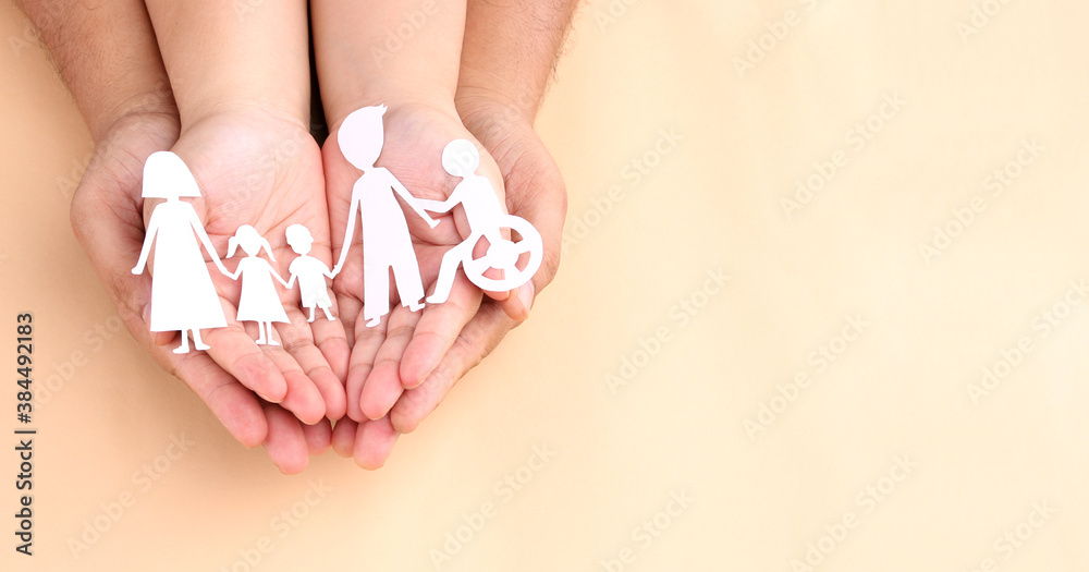 Fototapeta hands holding paper Cutout of different family members being together.