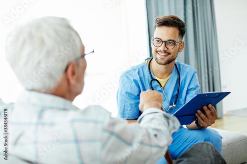 Cuadros en Lienzo nurse doctor senior care caregiver help assistence retirement home hospital nurs
