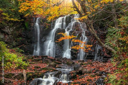 Obraz na plátně Scenic Hungarian water falls in autumn time in Michigan upper peninsula