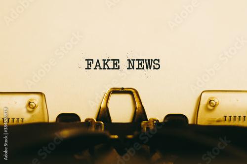 Fotografija Typewriter machine close up with the phrase FAKE NEWS