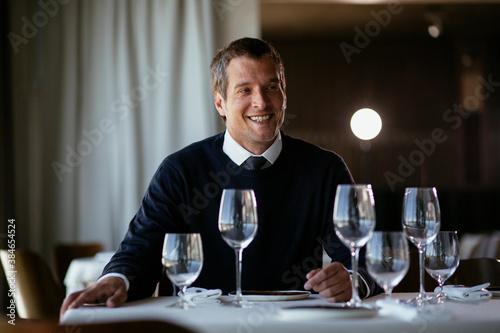 Fotografía Handsome businessman dressed in the suit drinking wine