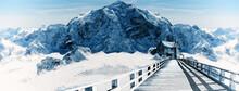 Verschneiter Berggipfel Mit Ei...