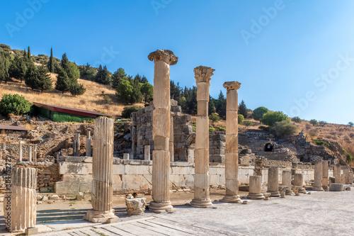 Obraz na płótnie Beautiful pillars in the ruins of Ephesus, Selcuk, Izmir, Turkey