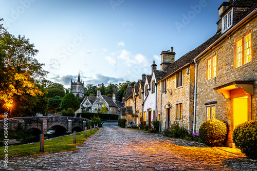 Canvastavla View of Castle Combe village in England