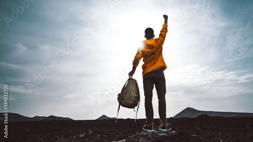 Foto Success achievement silhouette - Man celebrating with arms up raised outstretched hiking mountains - Sport and business concept