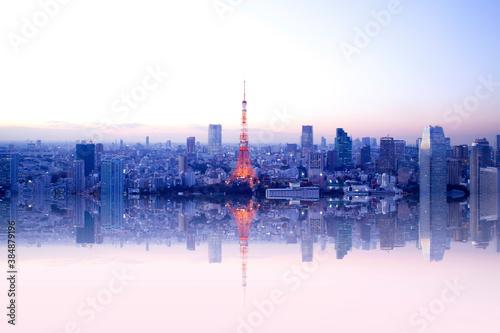 水面に映る東京タワーと街並み