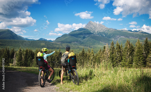 Foto Rear view of family with small children cycling outdoors in summer nature
